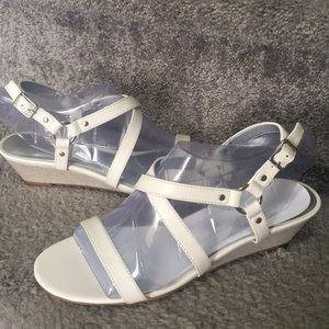 NWT✨ Chaps Wedge Sandal - White
